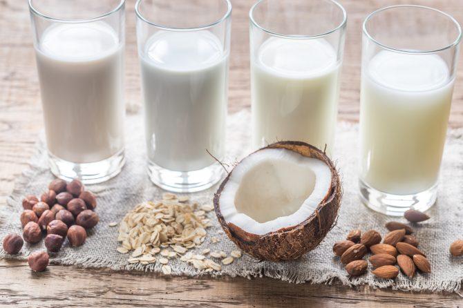 ¿Contienen los mismos nutrientes la leche y las bebidas vegetales?