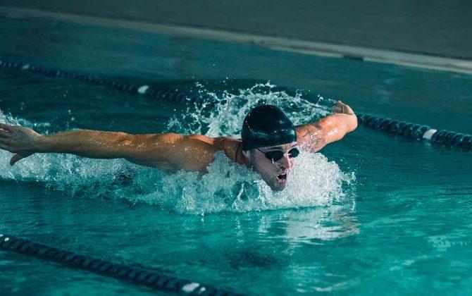 ¿Por qué la natación no es siempre el mejor deporte para la espalda?