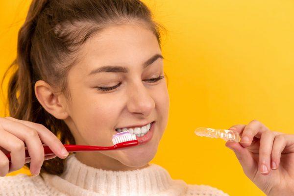 Blanqueamiento dental en Barcelona: ¿cómo y cuándo debo hacerlo?