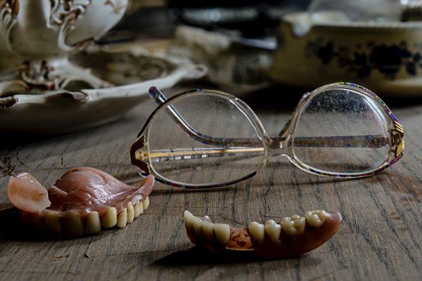 El mundo de las dentaduras. ¿Cuál me conviene?